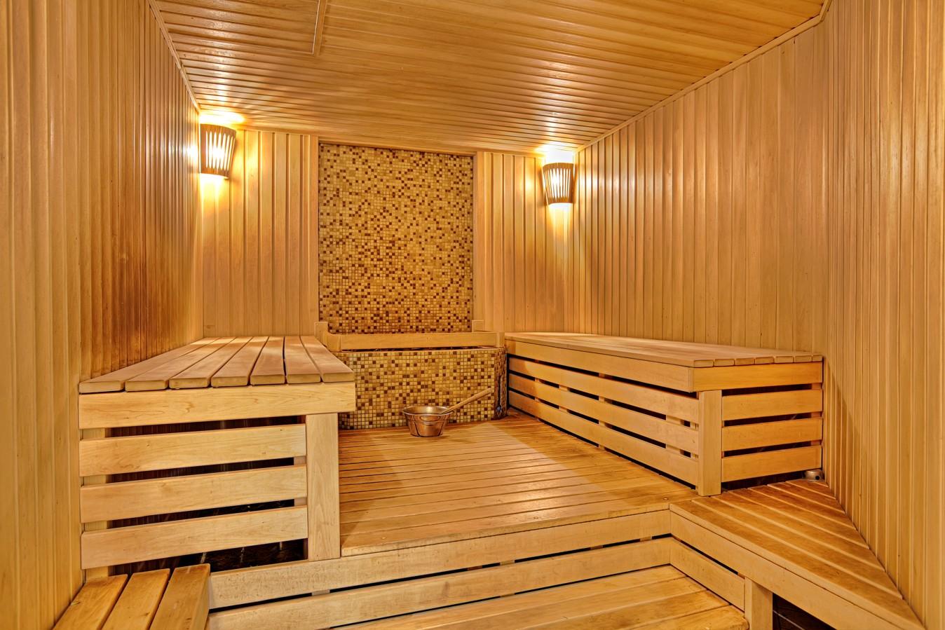 Монтаж панелей из дерева в бане