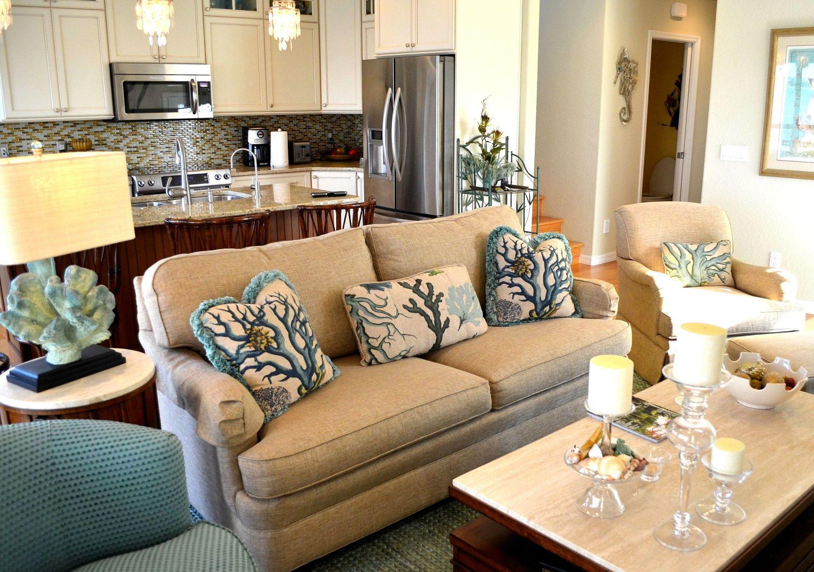 Малогабаритный диван в морском стиле