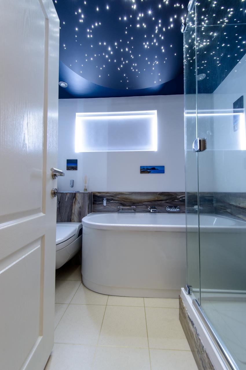 """Натяжной потолок """"звездное небо"""" в ванной"""