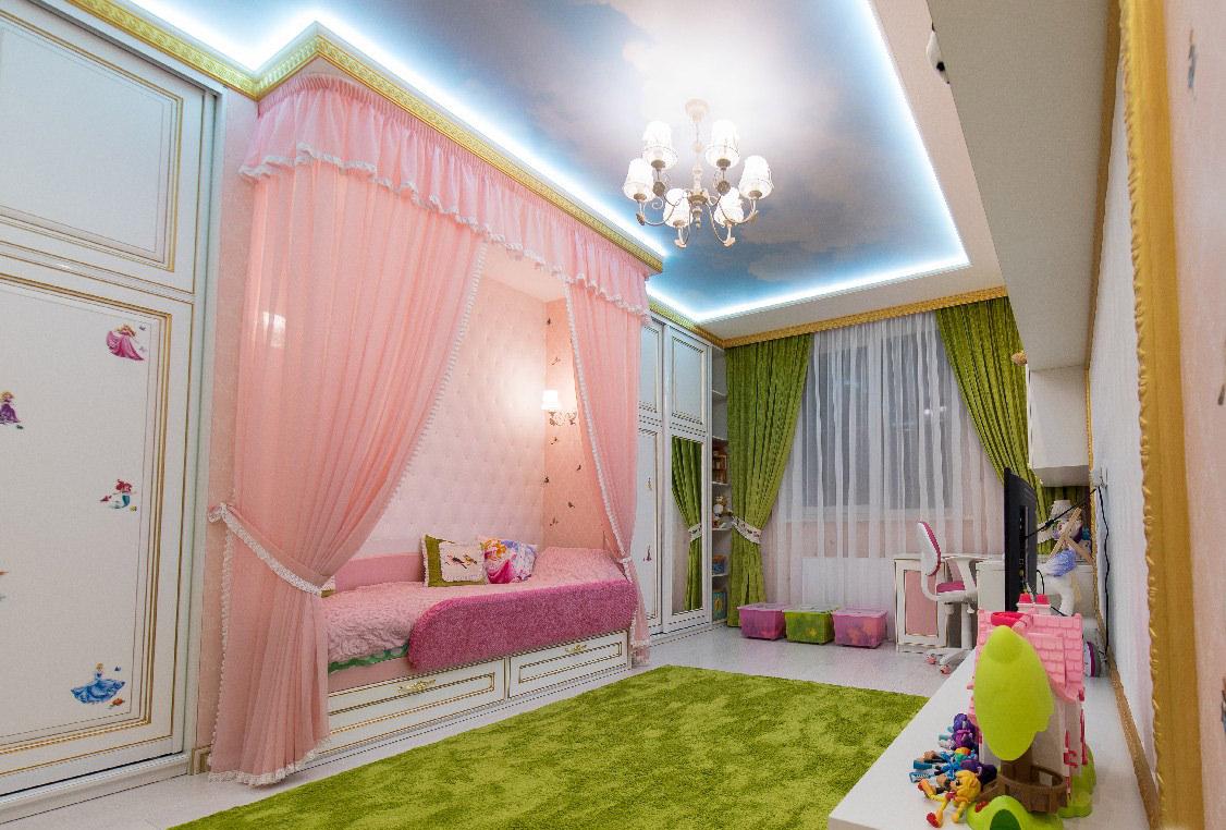 Потолок в виде неба в детской для девочки