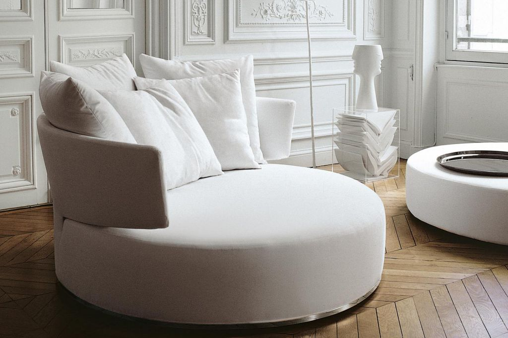Круглый диван в неоклассическом стиле