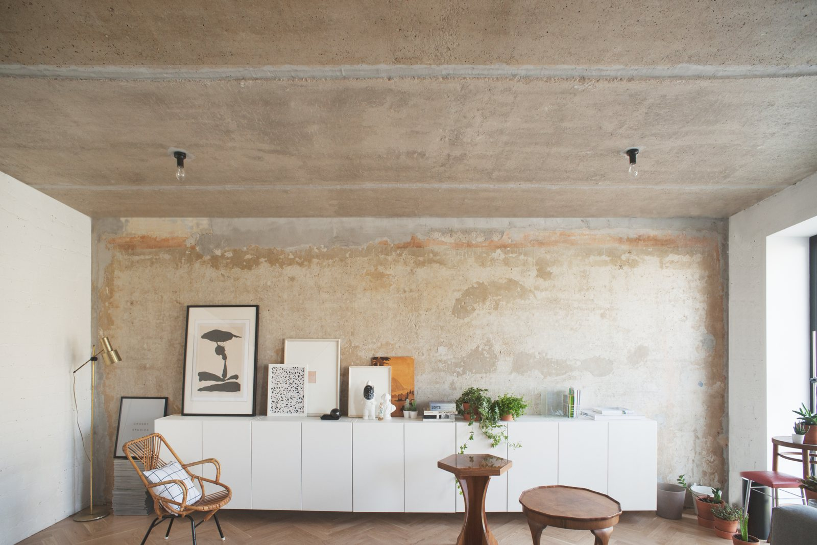 Необработанный бетонный потолок