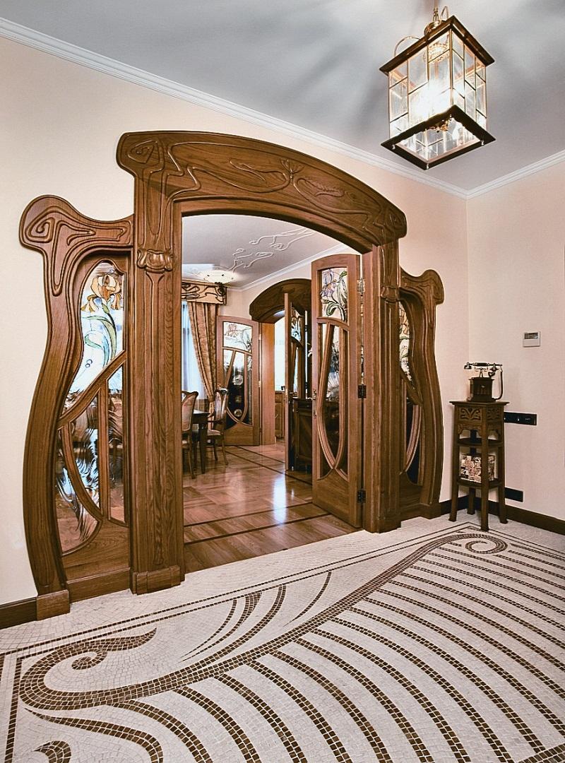 Арочная дверь в стиле ар-нуво