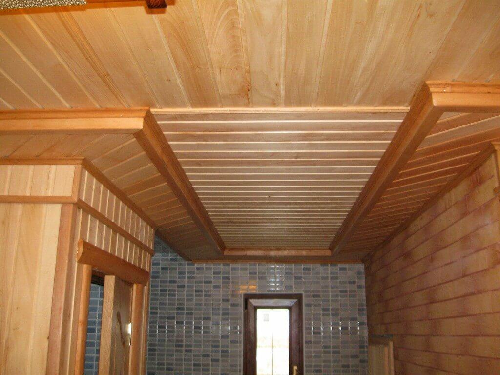 Обшивка потолка на даче вагонкой