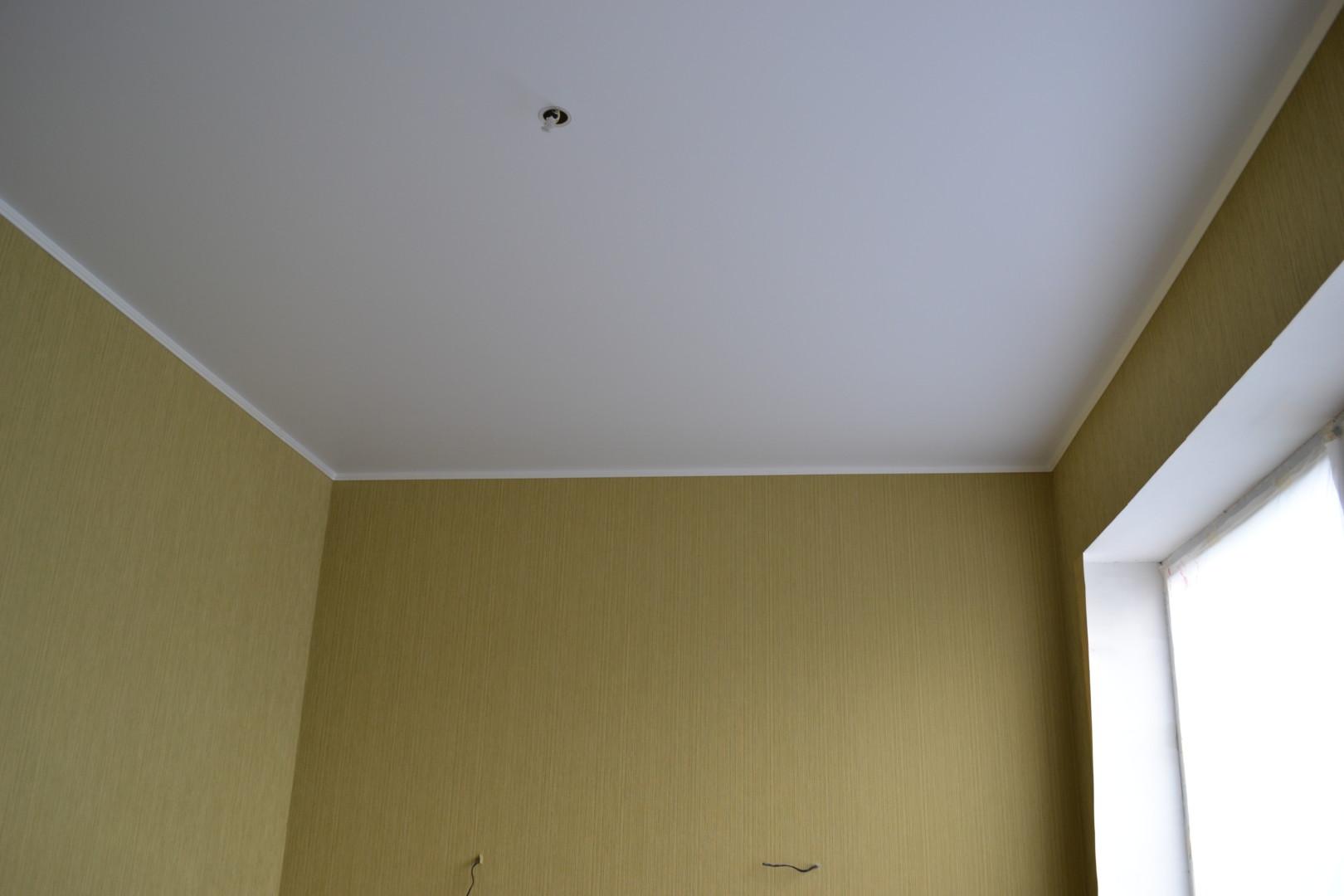 Матовый одноуровневый потолок
