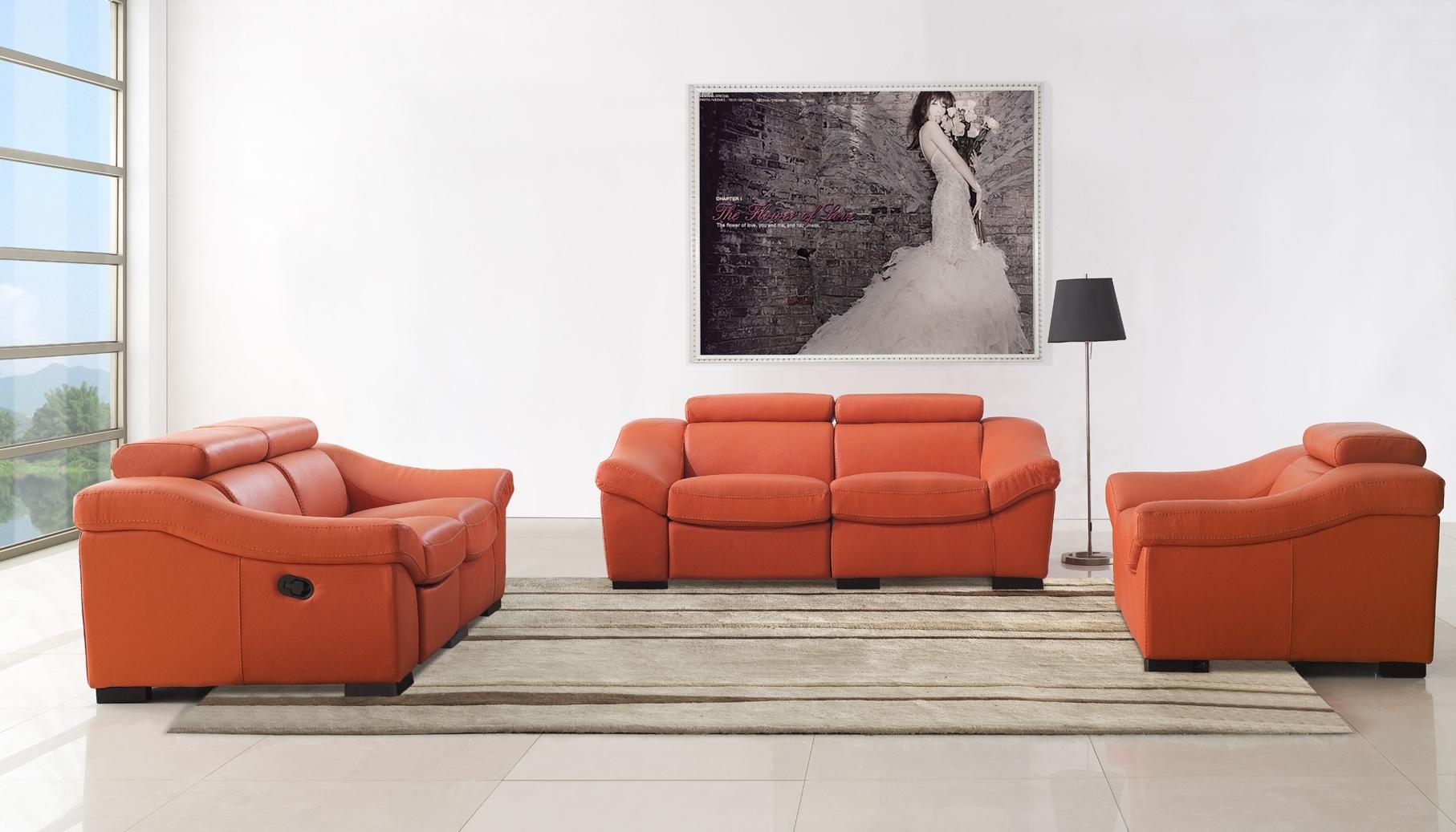 Оранжевый диван-реклайнер