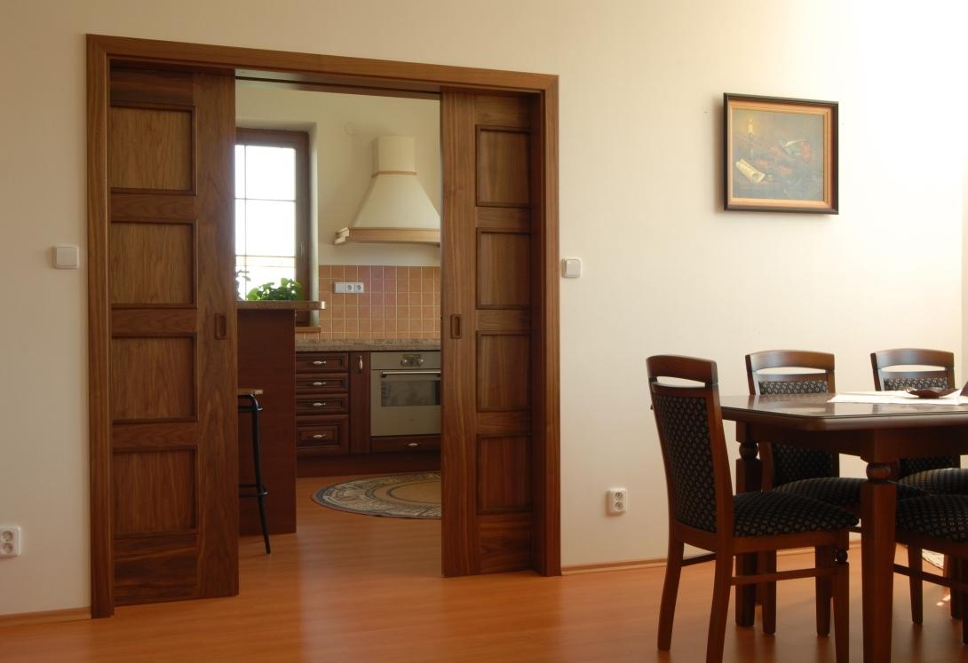 Дверь на кухню из ореха
