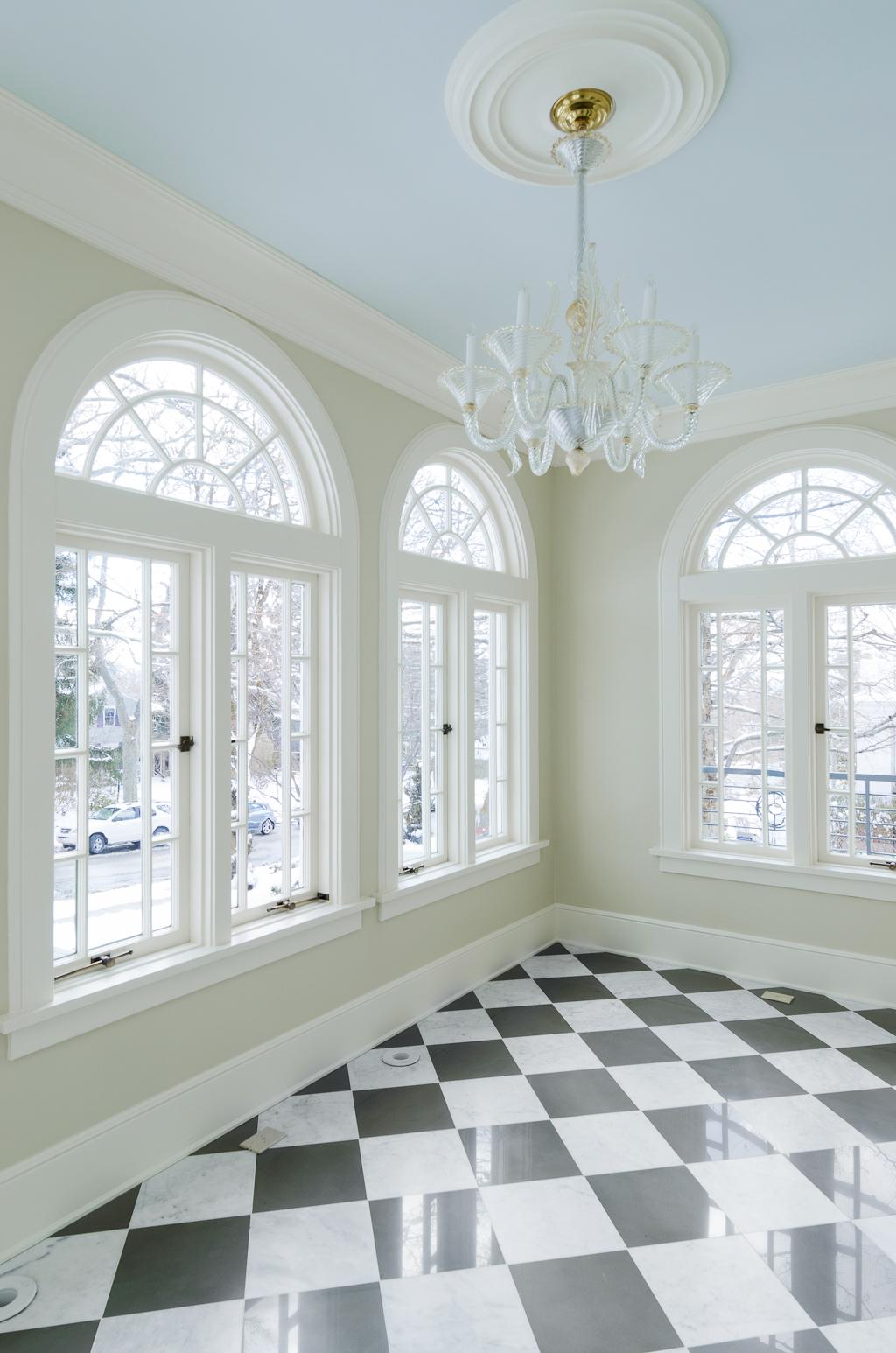 Голубой потолок в особняке