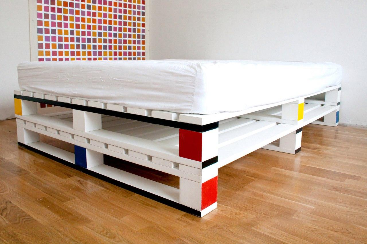 Кровать для дачи из паллет