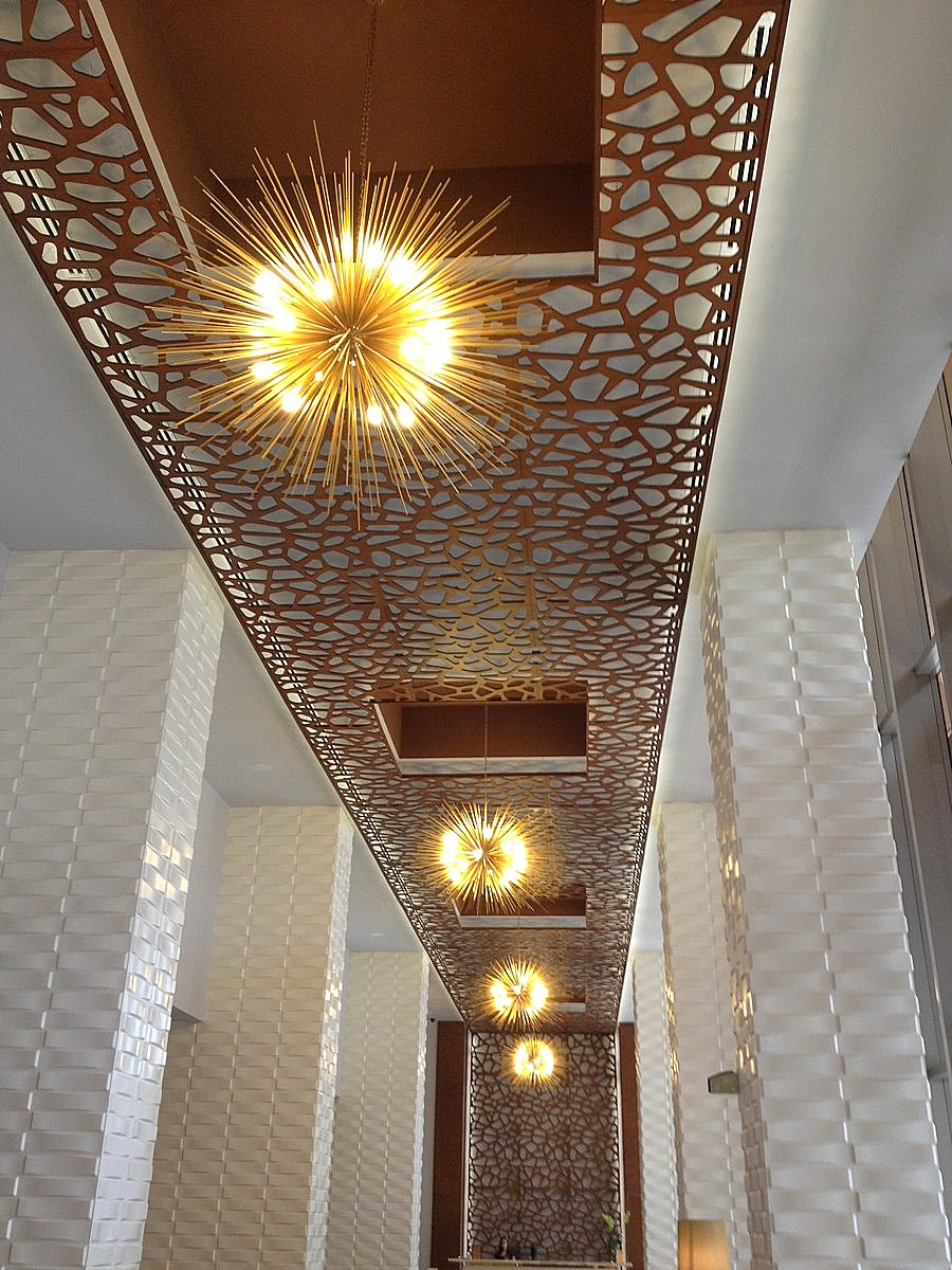 Фигурный панельный потолок