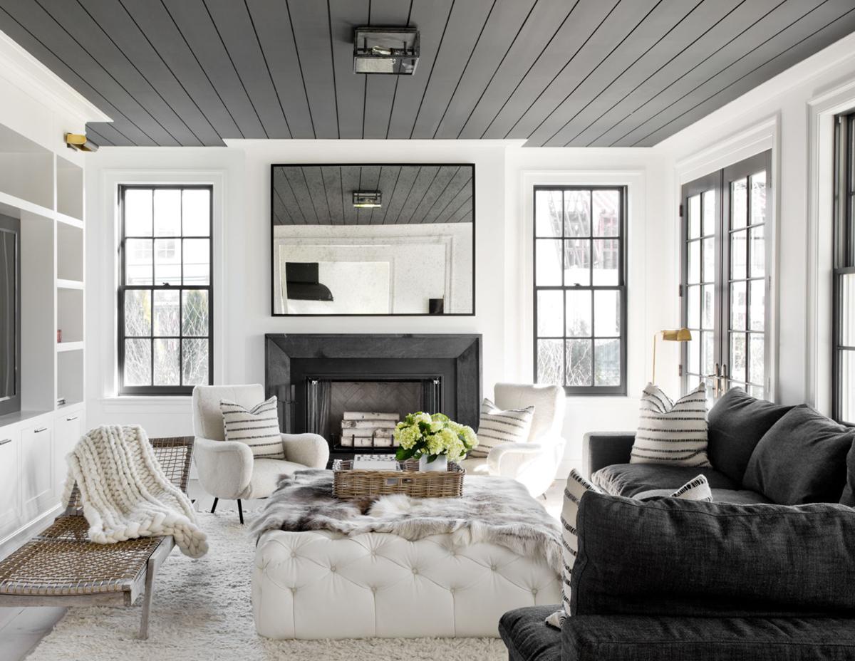 Серый панельный потолок