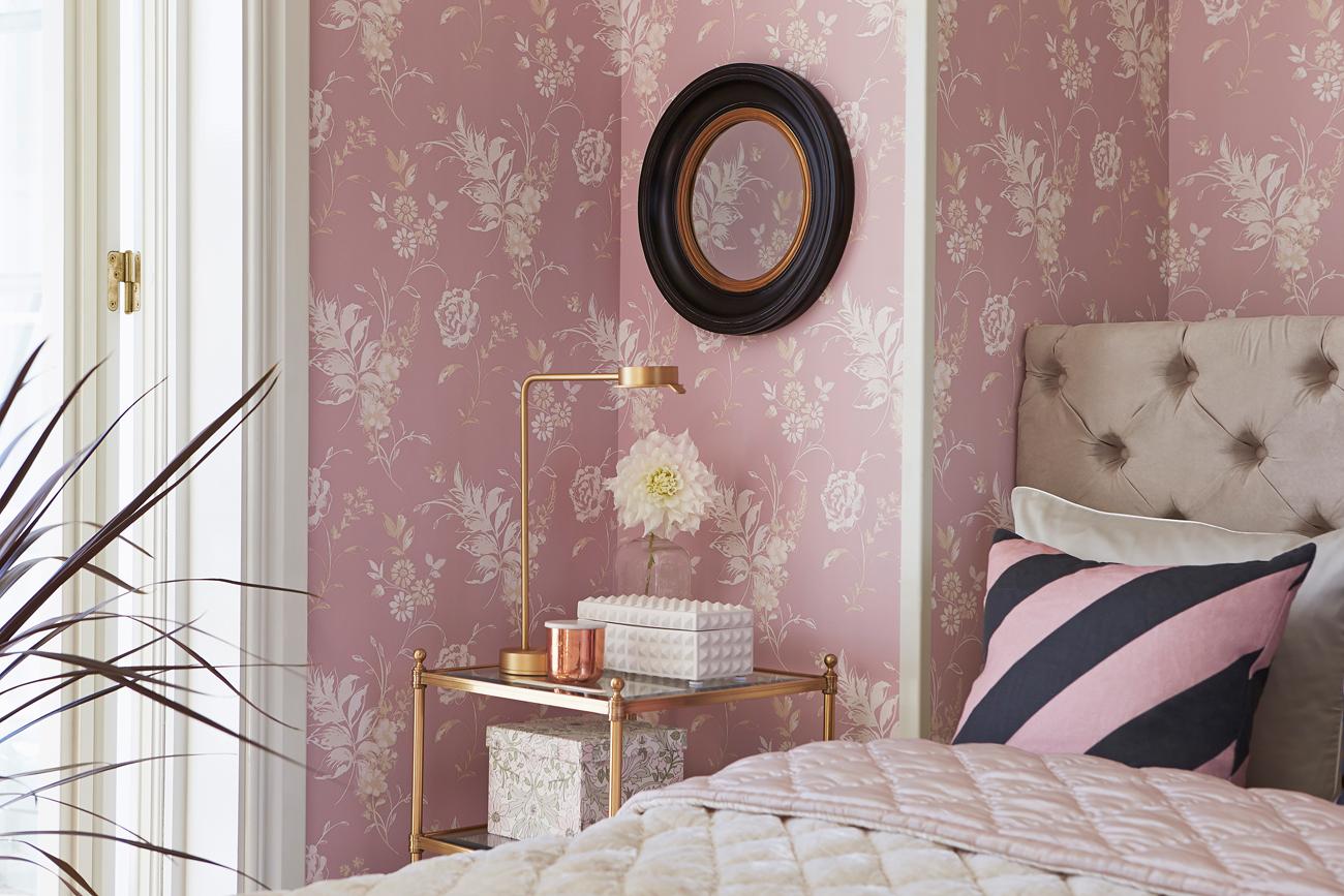 Розовые обои пастельного оттенка