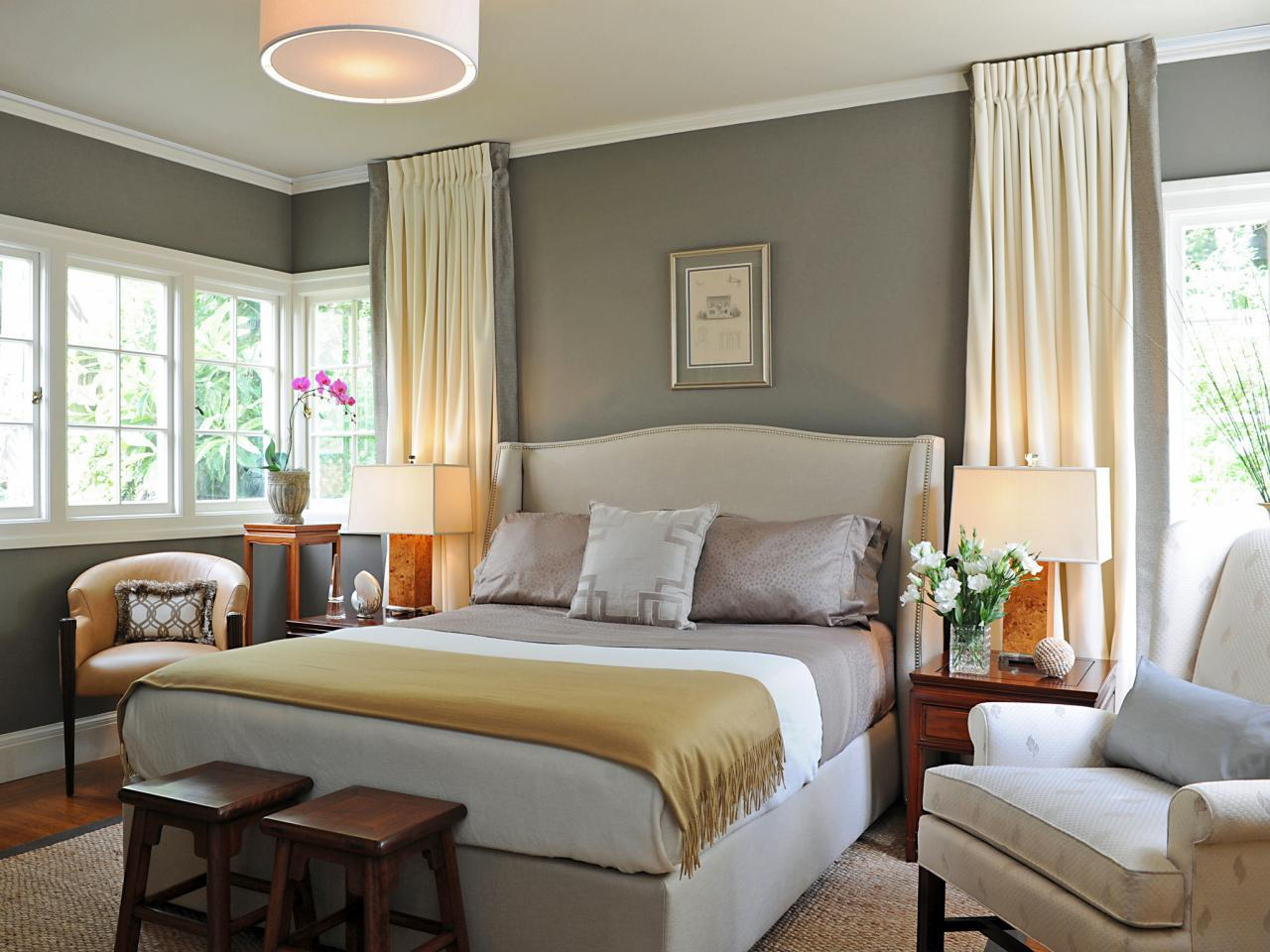 Серая спальня в пастельных тонах