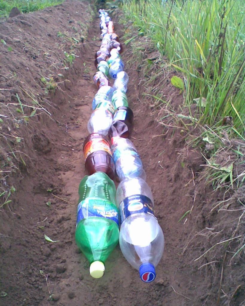Дренаж пластиковыми бутылками на даче