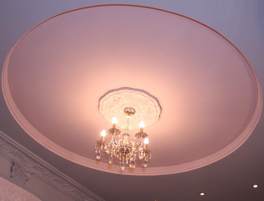 Круглый потолок с плинтусом