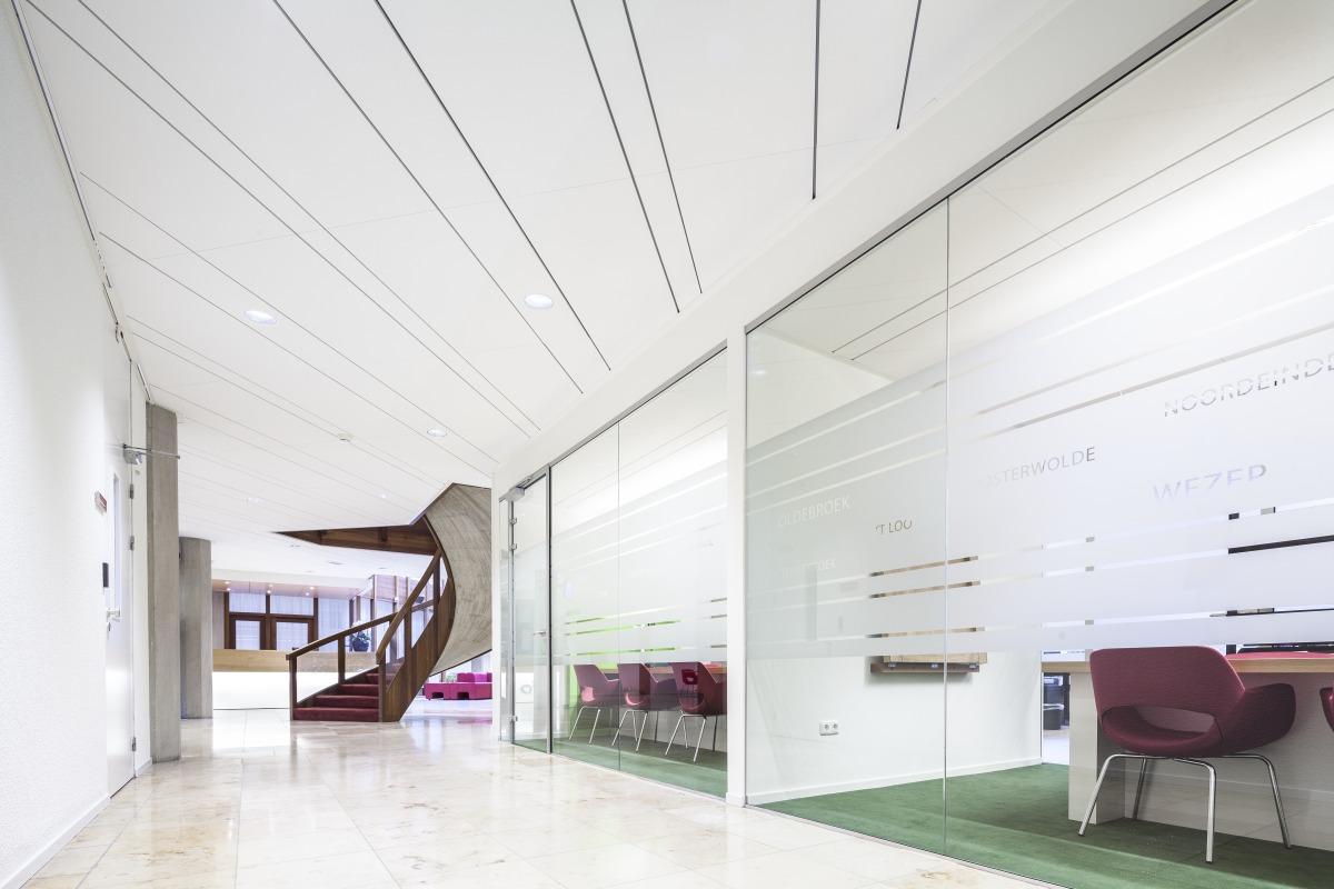 Акустический потолок из плит