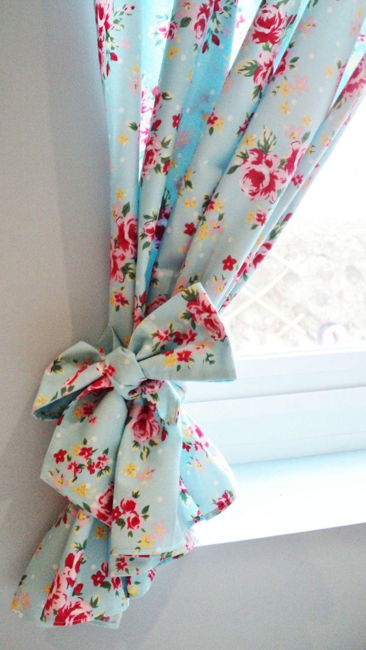 Короткие шторы с подхватами