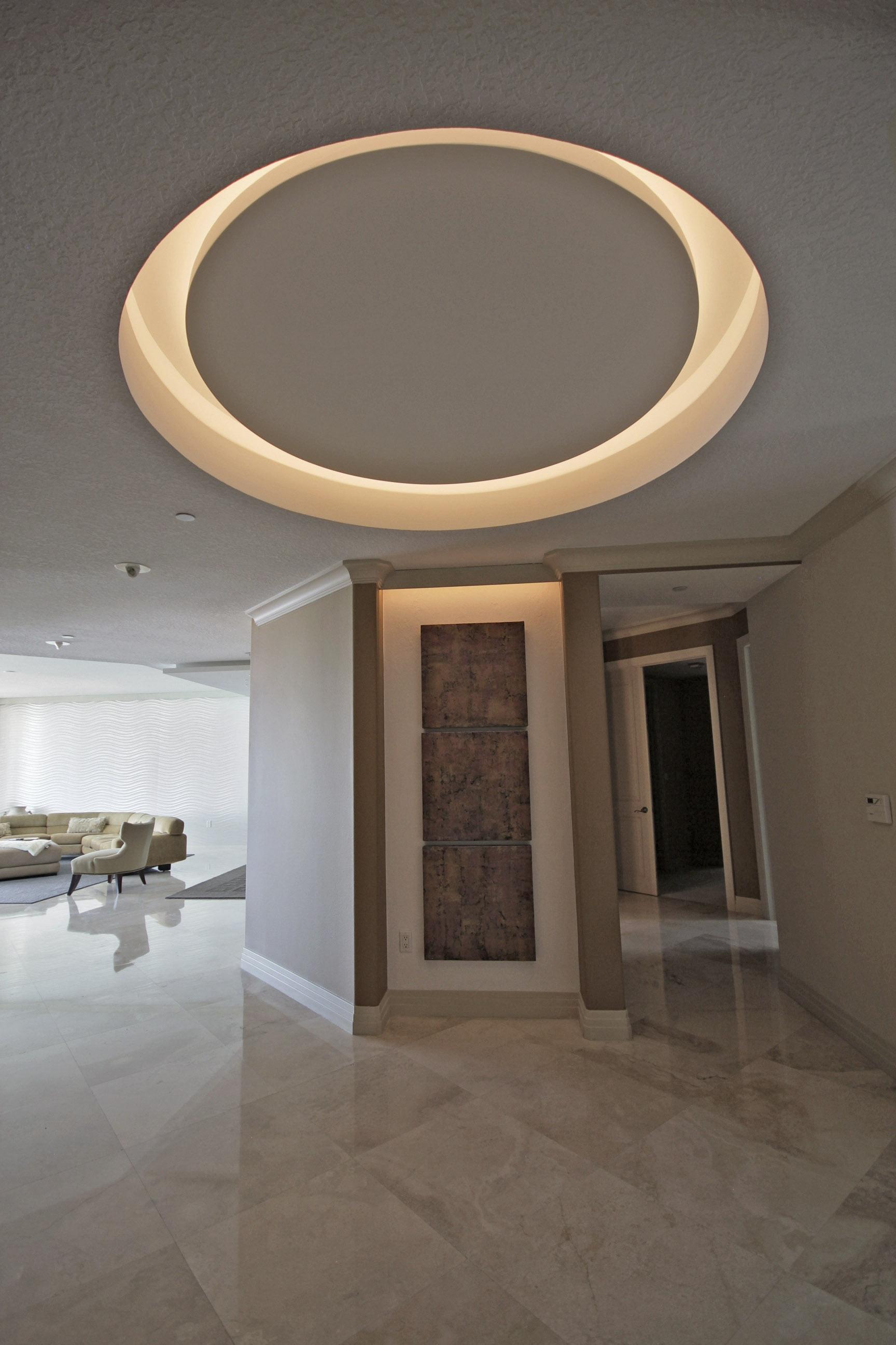 Круглый потолок с подсветкой