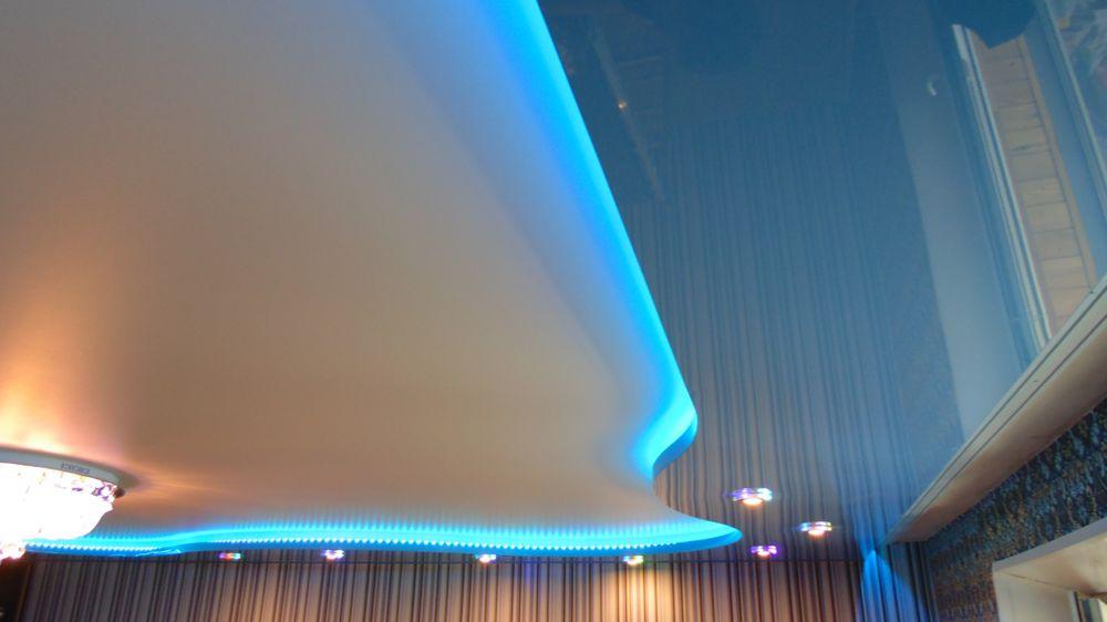 Голубой потолок с подсветкой