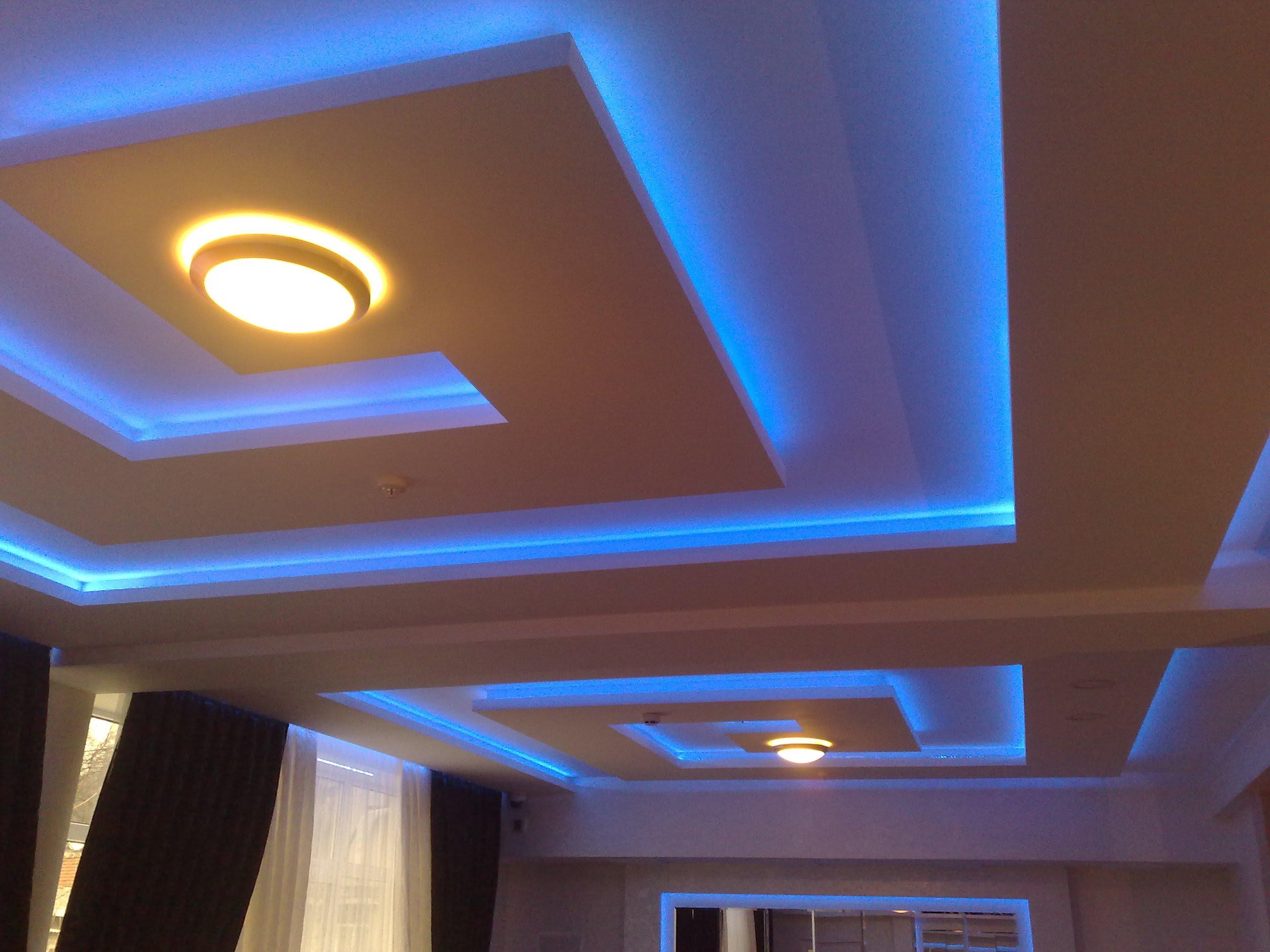 Гипсовый потолок с подсветкой