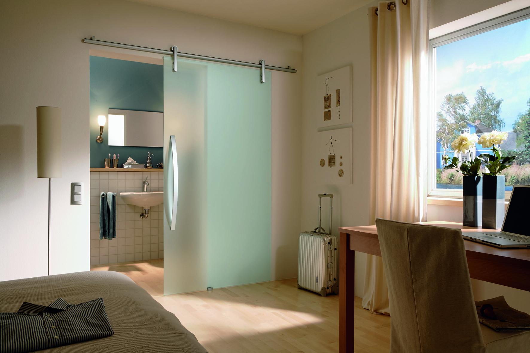Подвесная дверь в ванную