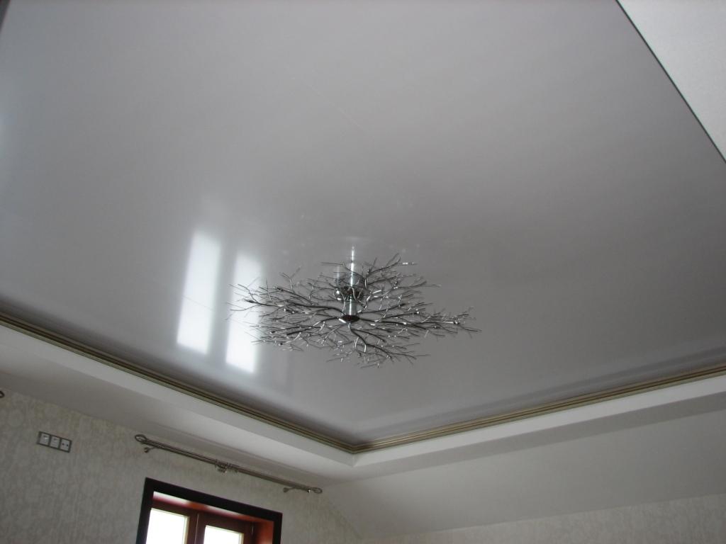 Серый подвесной потолок