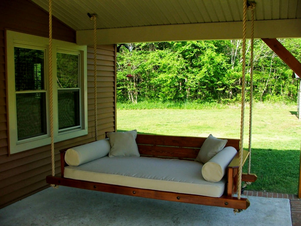 Подвесной диван-кровать для дачи
