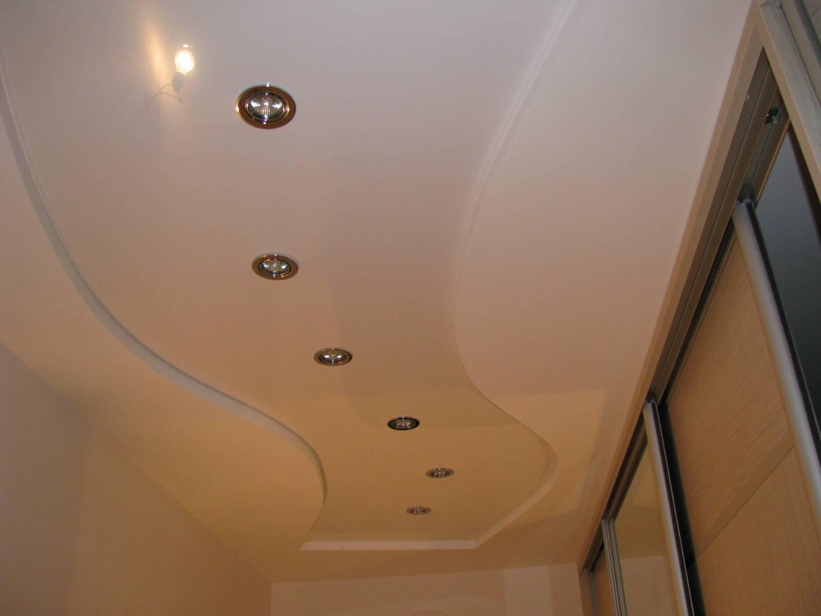 Подвесной потолок в прихожей