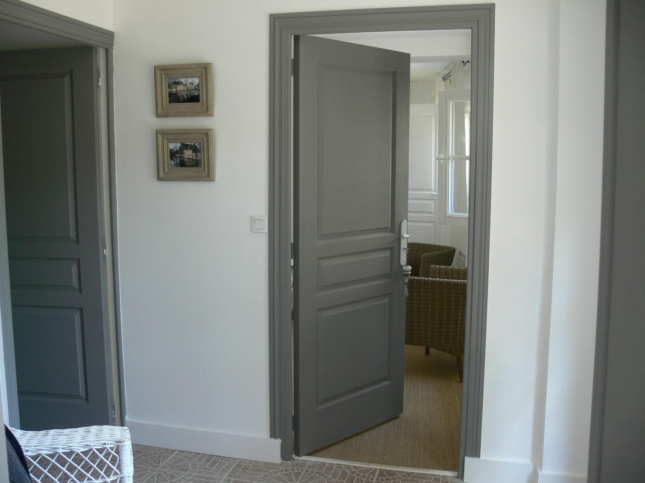 Серая дверь под покраску