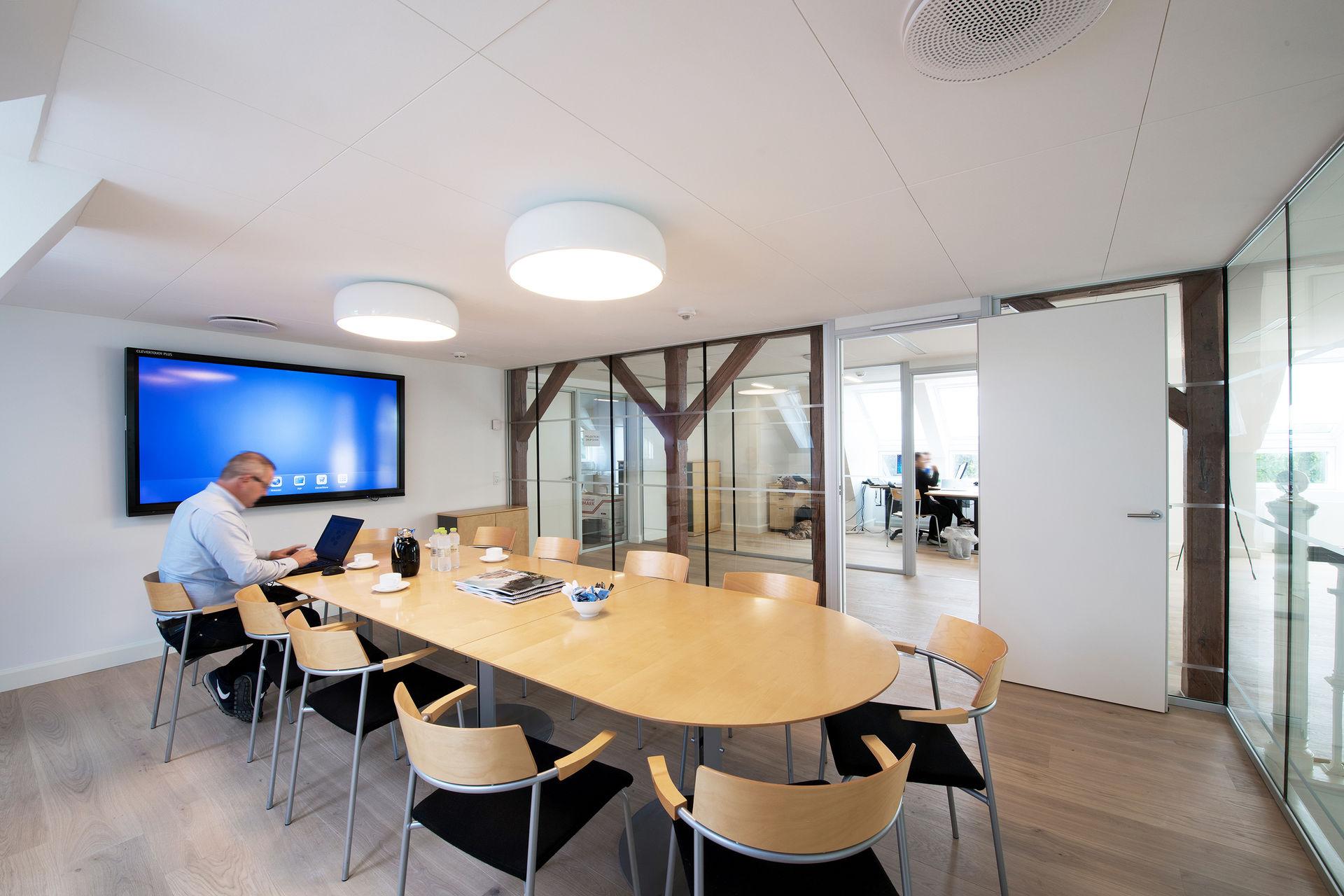 Потолок с акустическим покрытием
