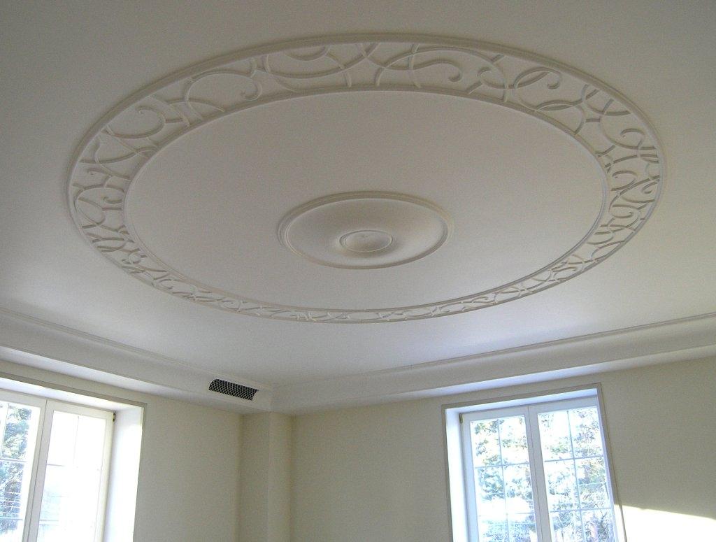 Лепнина из полиуретана на потолке