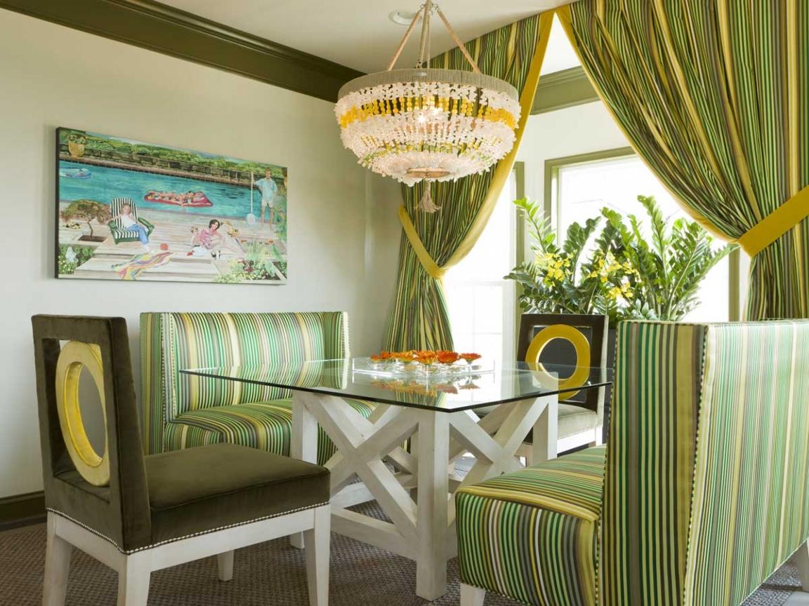 Зеленые полосатые шторы