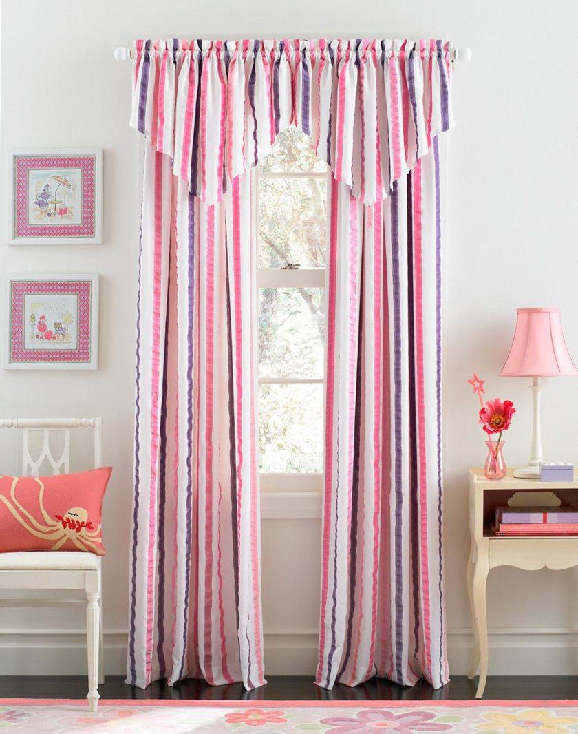 Розовые полосатые шторы