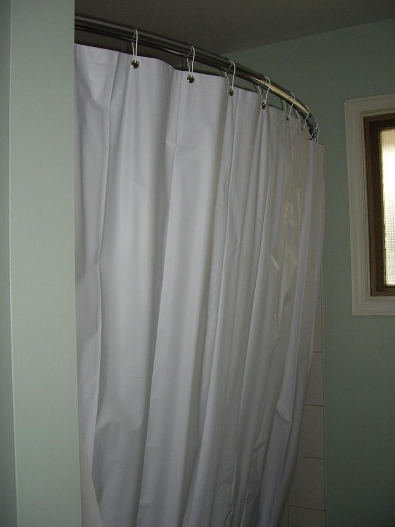 Полукруглая штанга для ванной