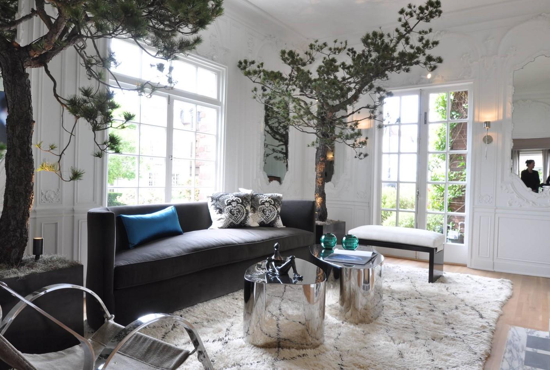 Серый полукруглый диван