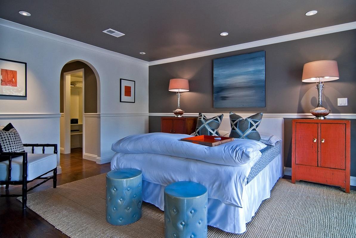 Серый потолок в спальне