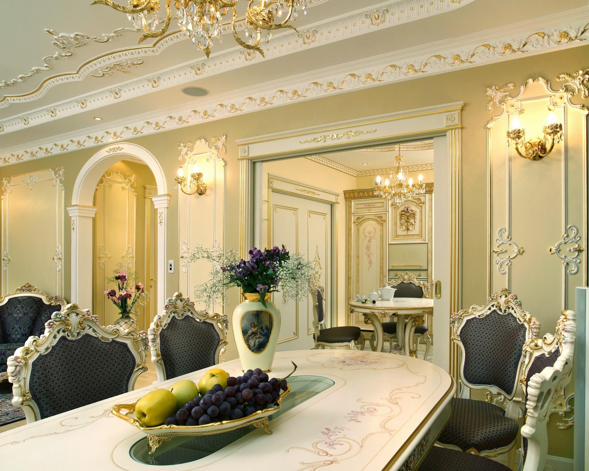 Позолота на потолке в классическом стиле