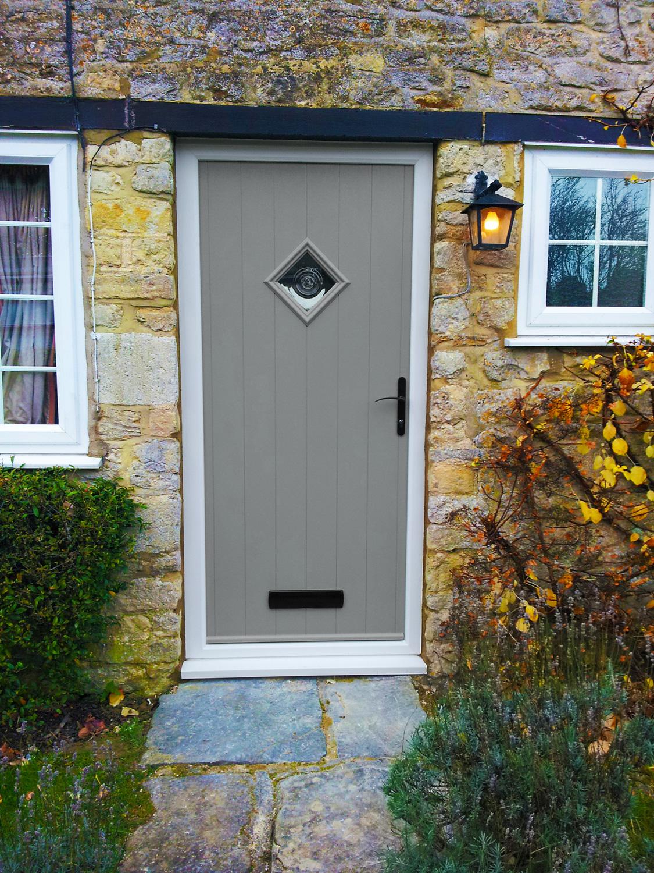 Серая дверь в стиле прованс