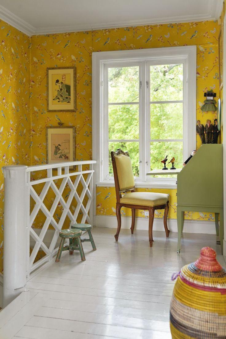 Желтые обои в стиле прованс