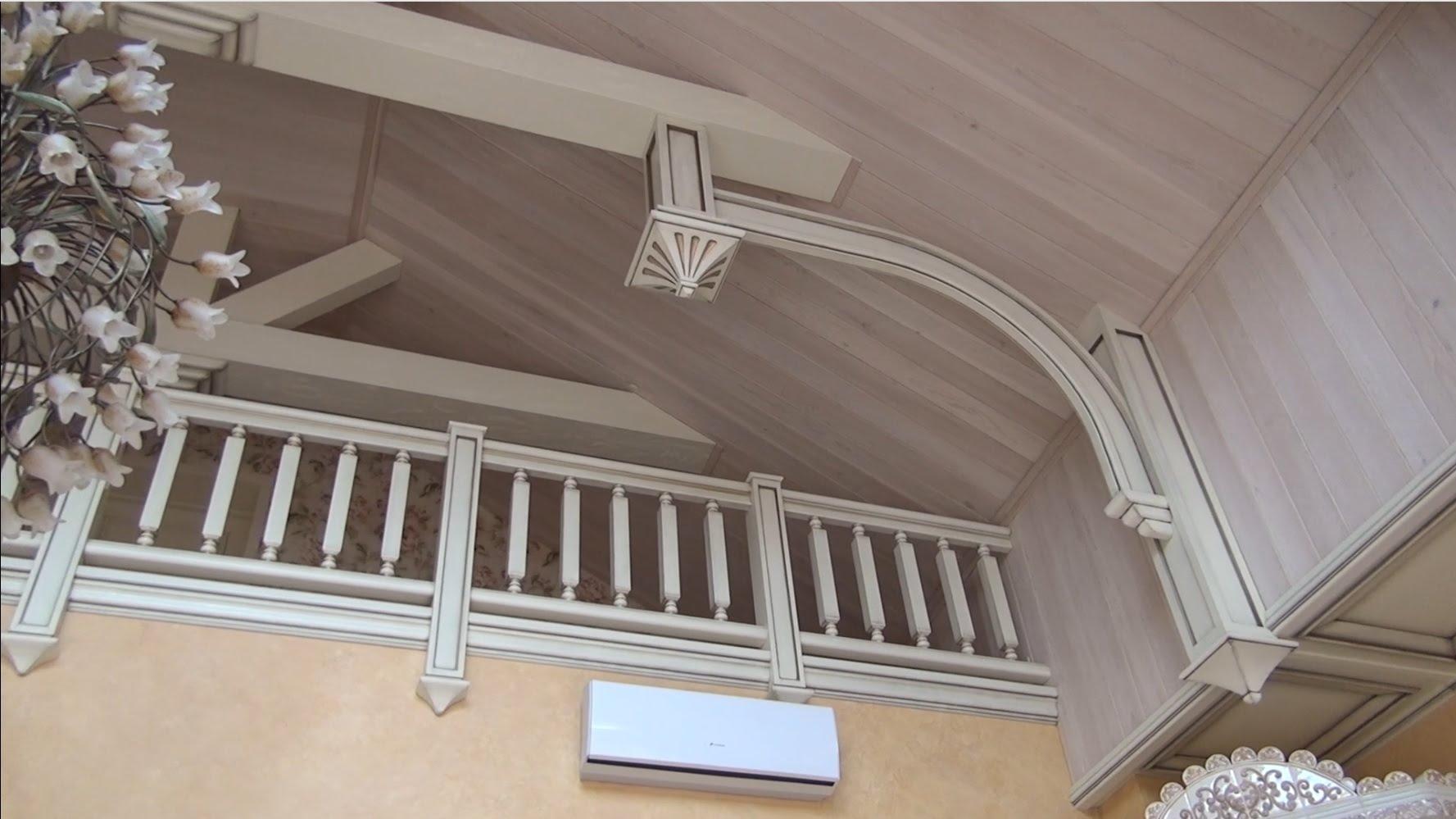 Потолок из вагонки в стиле прованс