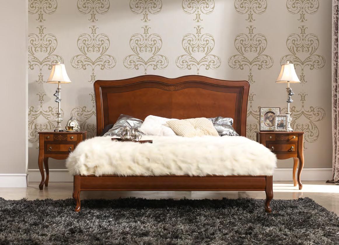 Кровать из ореха в стиле прованс
