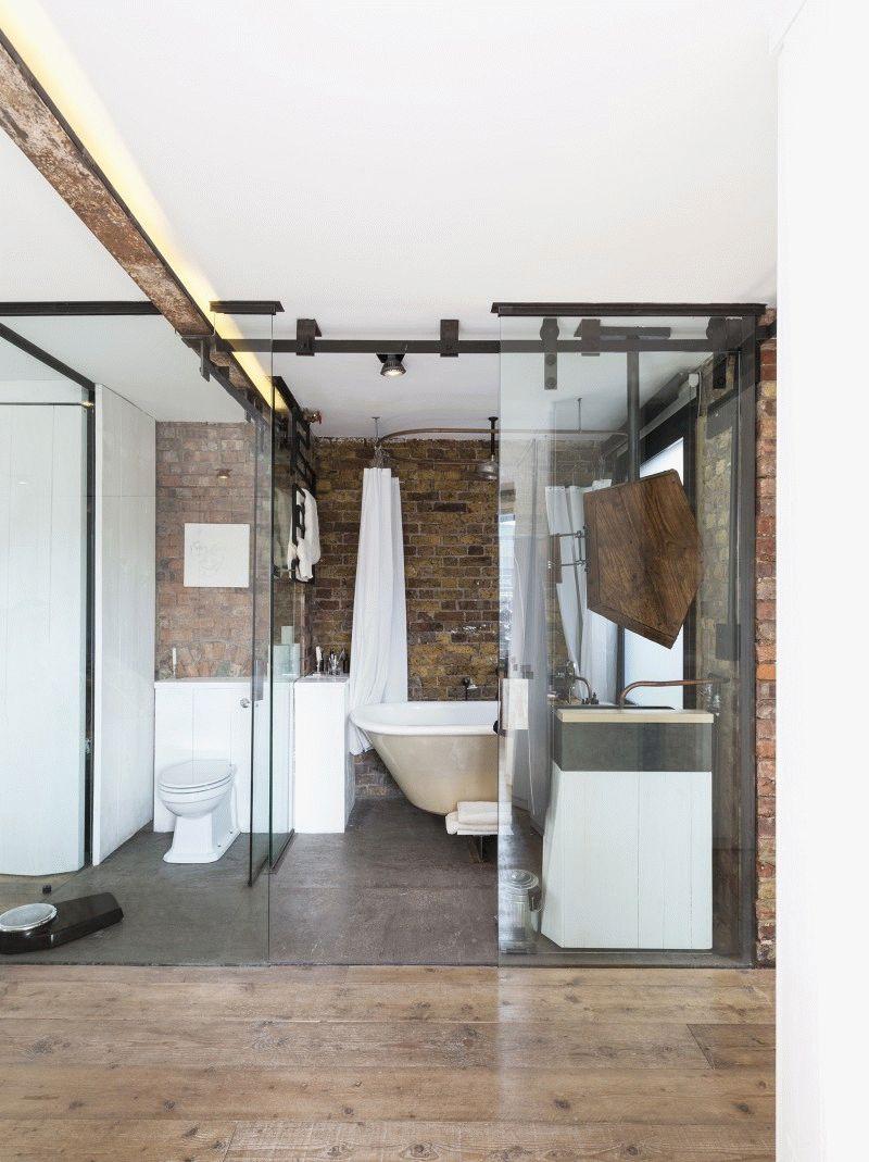 Прозрачная дверь в ванную