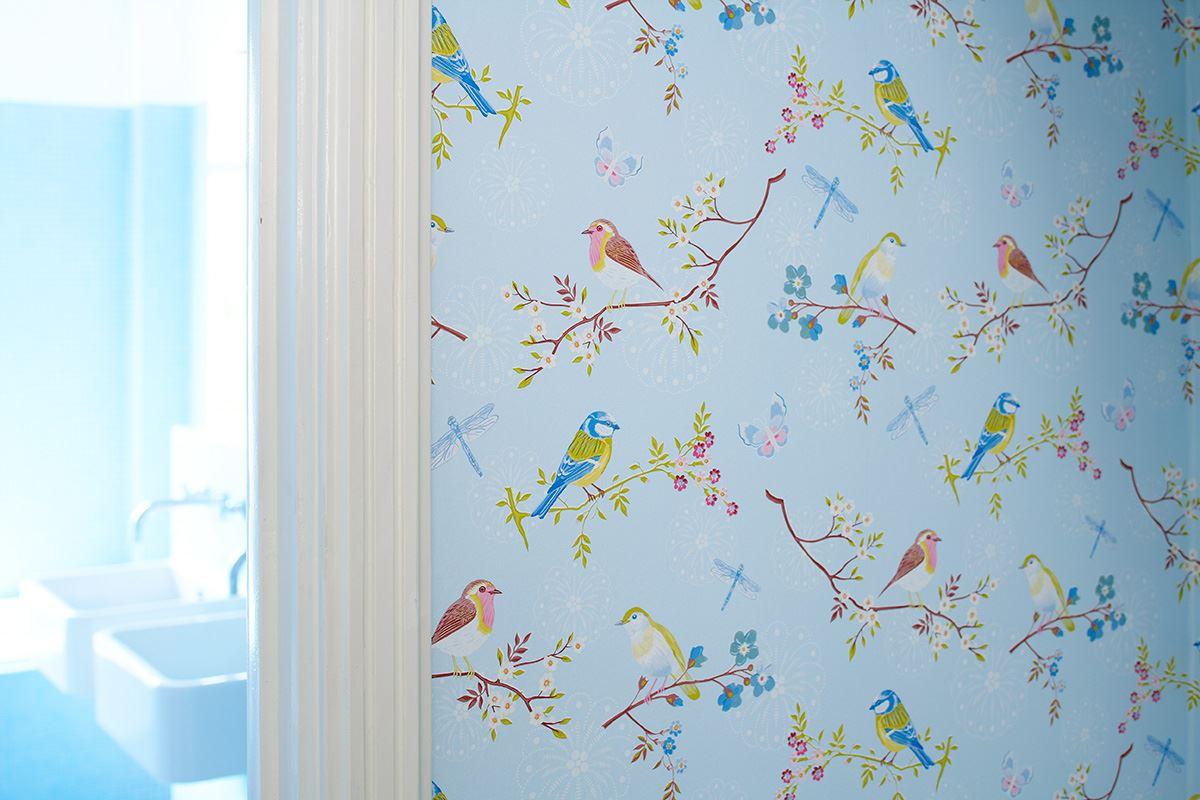 Голубые обои с птицами