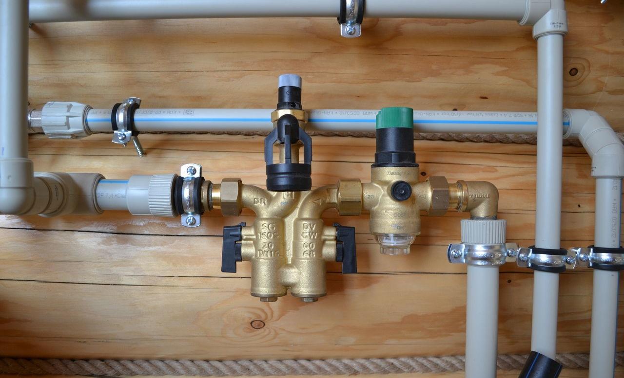 Развод труб для водоснабжения в доме
