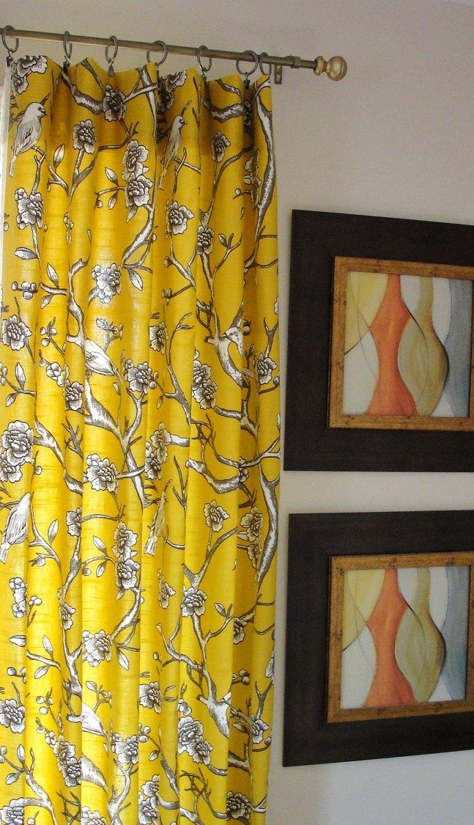 Желтые шторы с рисунком