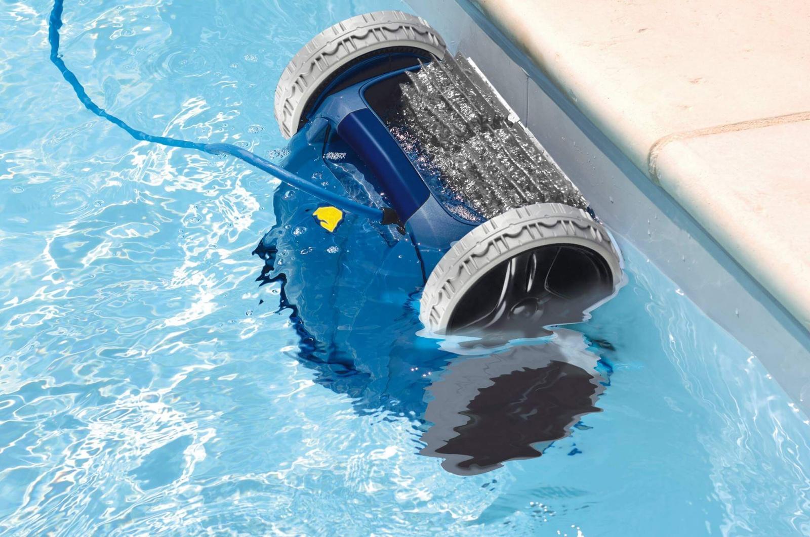 Очистка бассейна роботом