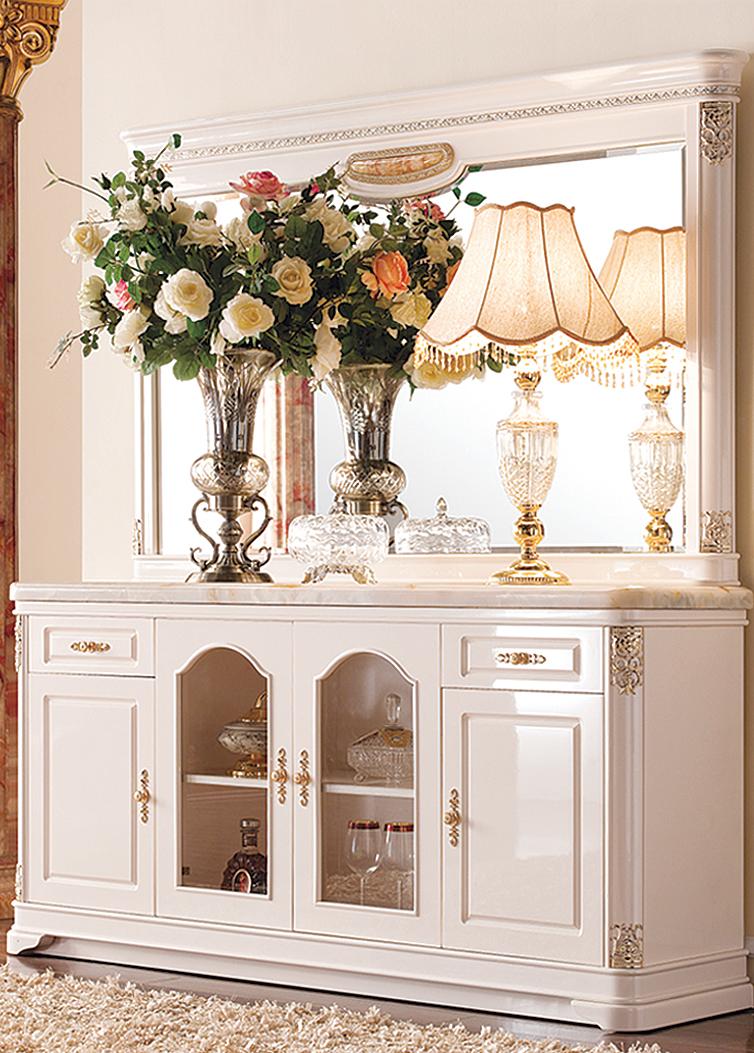 Комод в стиле рококо в гостиную