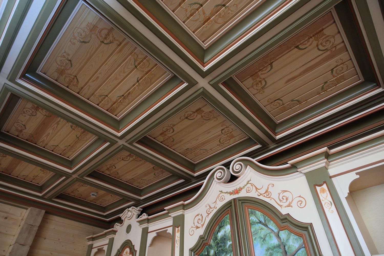Роспись на потолке из досок