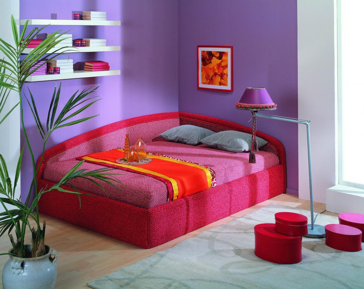 Диван-тахта розового цвета