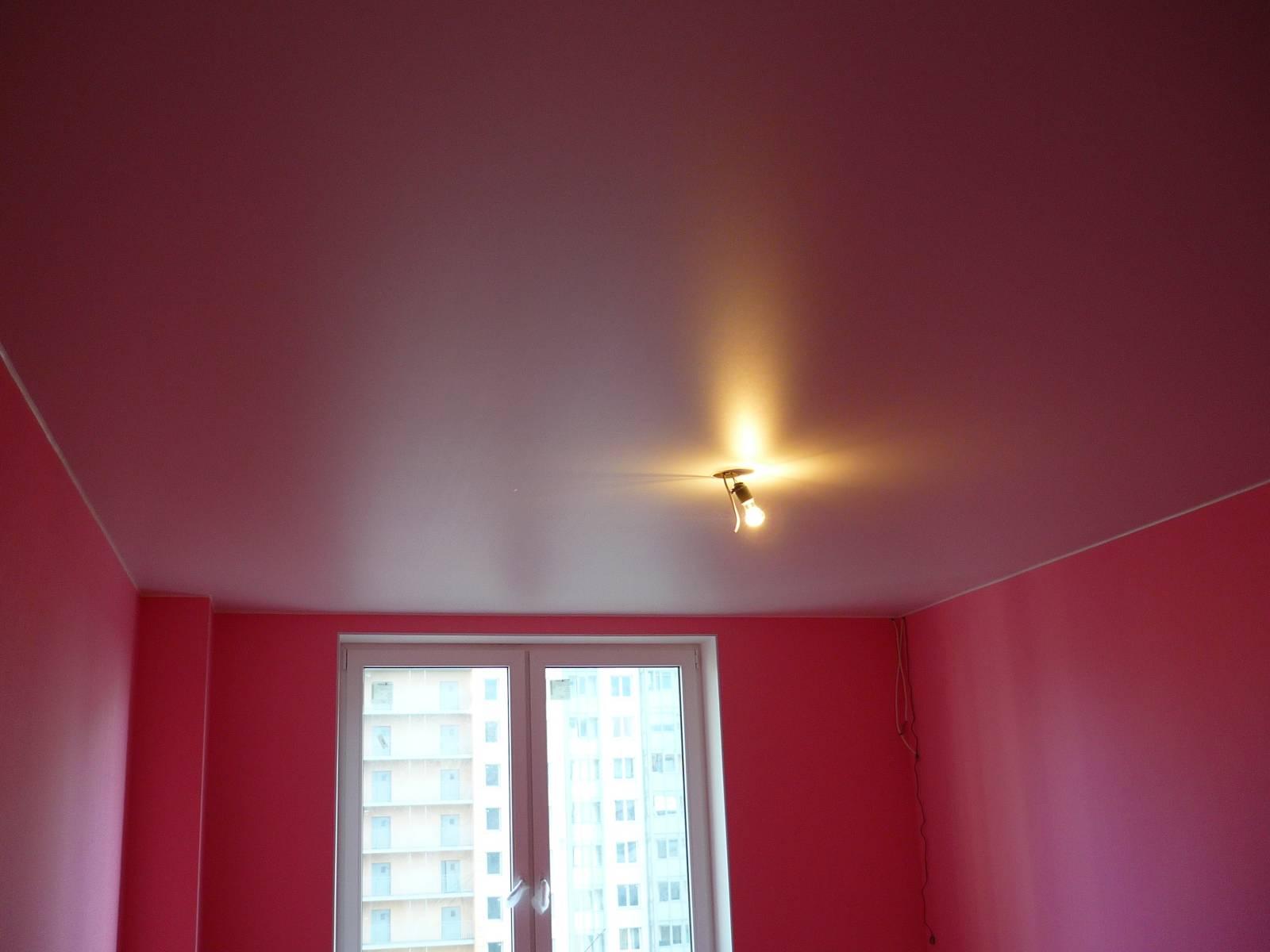 Сатиновый розовый потолок